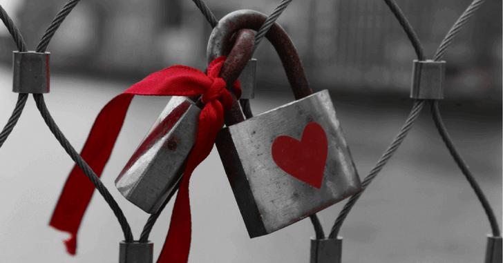 padlock-love-heart-chainlink-fence